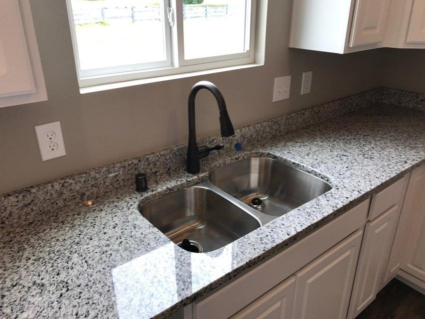 Additional photo for property listing at 6820 Beckingham Blvd 6820 Beckingham Blvd Louisville, Kentucky 40299 United States