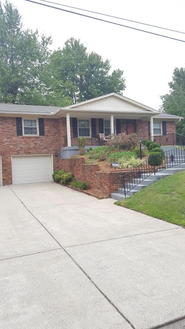 Single Family Home for Sale at 9812 Lakewood Drive 9812 Lakewood Drive Louisville, Kentucky 40272 United States