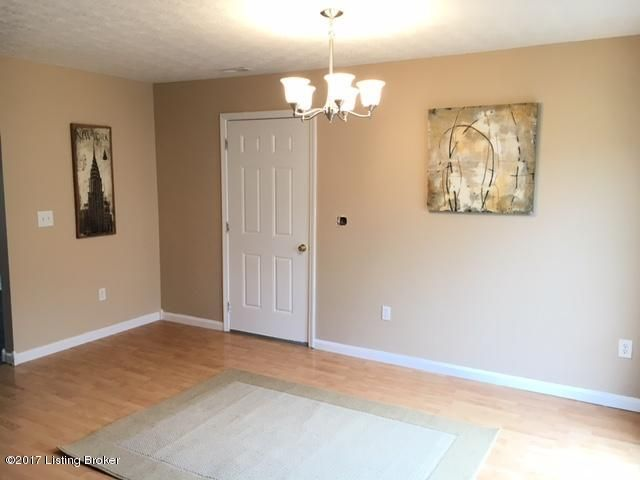 Additional photo for property listing at 375 Clover Cove Drive 375 Clover Cove Drive Shepherdsville, Kentucky 40165 United States