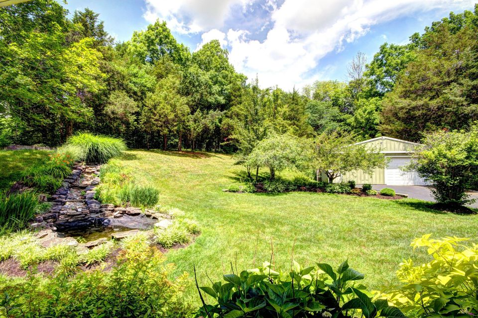Additional photo for property listing at 11551 WATERFORD Road 11551 WATERFORD Road Louisville, Kentucky 40291 United States