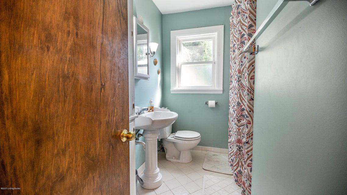 Additional photo for property listing at 2529 Gardiner Lane 2529 Gardiner Lane Louisville, Kentucky 40205 United States