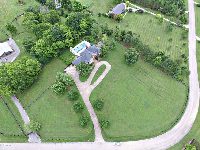 Additional photo for property listing at 300 Old Stone Drive 300 Old Stone Drive Simpsonville, Kentucky 40067 United States