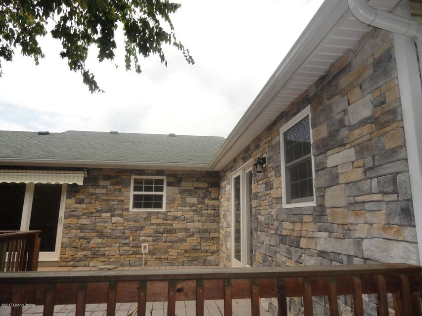 Additional photo for property listing at 137 Farmer Brown Court 137 Farmer Brown Court Vine Grove, Kentucky 40175 United States