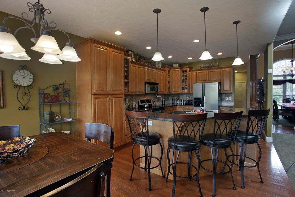 Additional photo for property listing at 5714 S Skyline Drive 5714 S Skyline Drive Floyds Knobs, Indiana 47119 United States