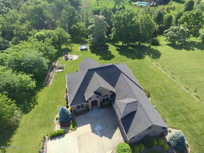 Single Family Home for Sale at 5714 S Skyline Drive 5714 S Skyline Drive Floyds Knobs, Indiana 47119 United States