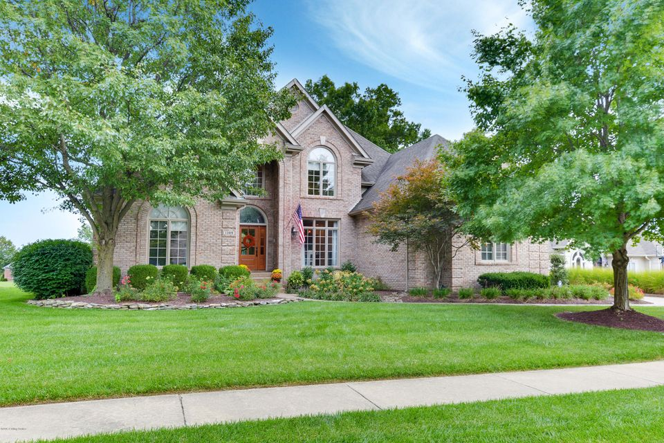 Single Family Home for Sale at 1309 Isleworth Drive Louisville, Kentucky 40245 United States