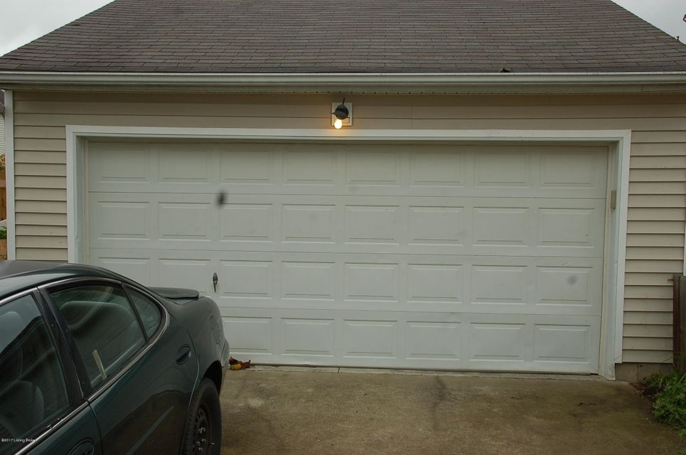 Additional photo for property listing at 6107 Maravian Drive 6107 Maravian Drive Louisville, Kentucky 40258 United States