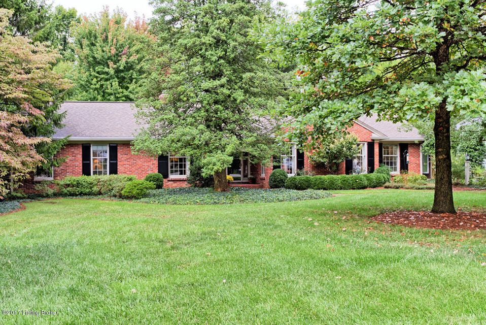 Single Family Home for Sale at 5803 Brittany Woods Circle Louisville, Kentucky 40222 United States