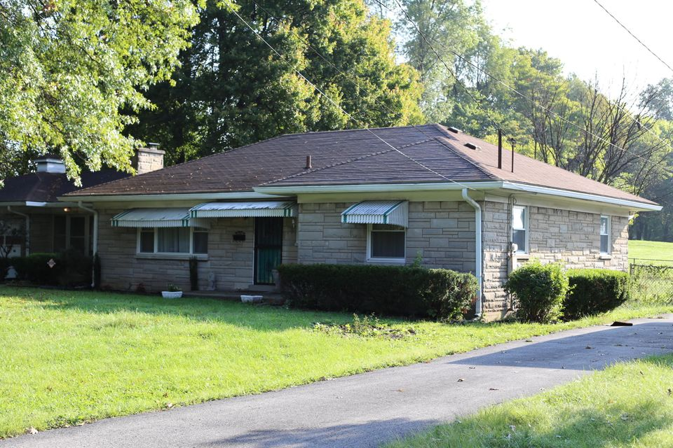 Single Family Home for Sale at 3201 Penhurst Drive Louisville, Kentucky 40216 United States