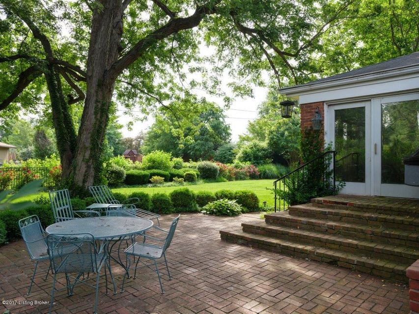 Additional photo for property listing at 2218 Wynnewood Circle 2218 Wynnewood Circle Louisville, Kentucky 40222 United States