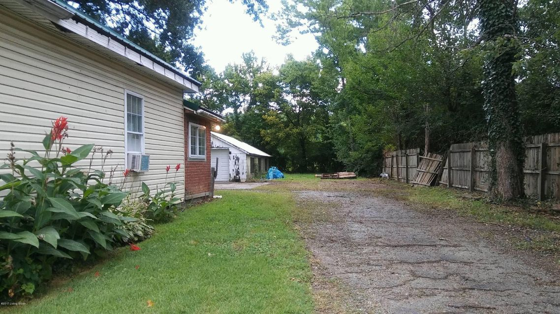 Additional photo for property listing at 5173 Poplar Level Road 5173 Poplar Level Road Louisville, Kentucky 40219 United States
