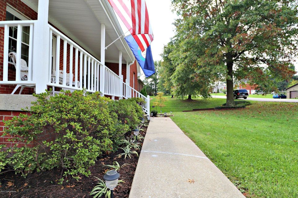Additional photo for property listing at 1227 Cambridge Drive 1227 Cambridge Drive Shelbyville, Kentucky 40065 United States