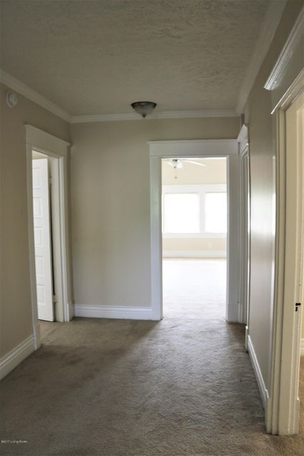Additional photo for property listing at 2023 Woodbourne Avenue 2023 Woodbourne Avenue Louisville, Kentucky 40205 United States