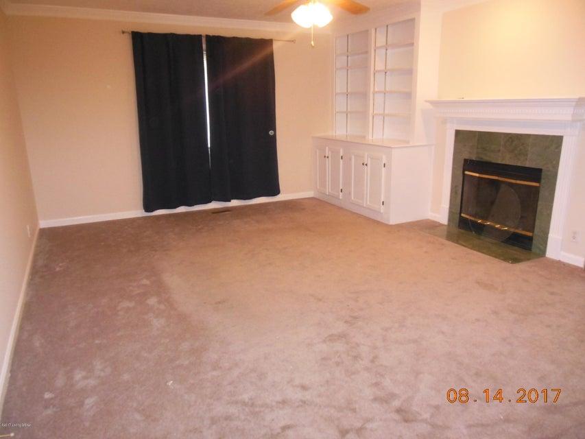 Additional photo for property listing at 8805 Kings Lynn Lane 8805 Kings Lynn Lane Louisville, Kentucky 40220 United States