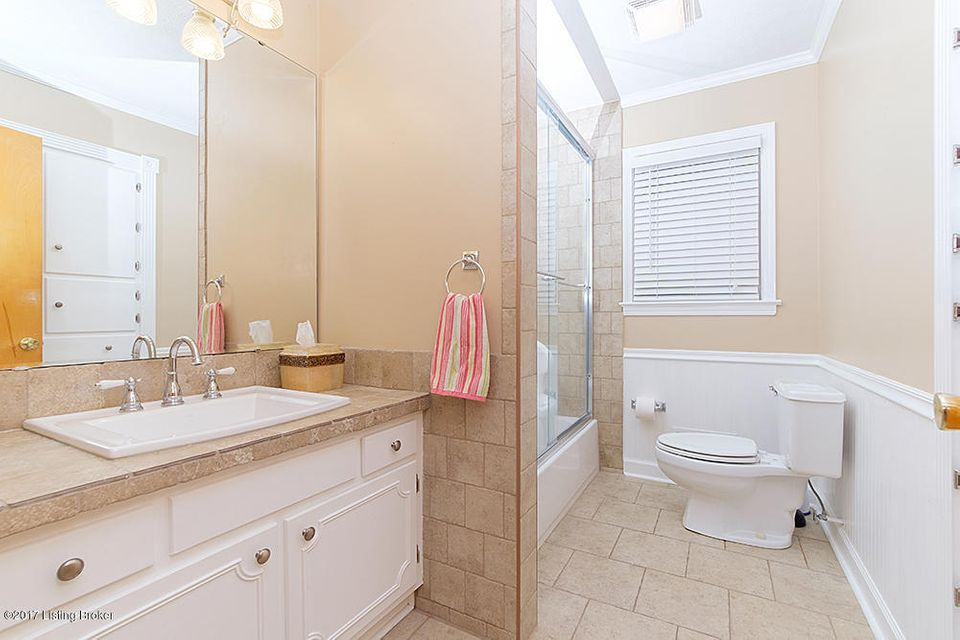 Additional photo for property listing at 1012 Springview Drive 1012 Springview Drive Louisville, Kentucky 40219 United States