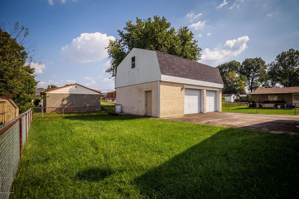 Additional photo for property listing at 3445 Heatherfield Drive 3445 Heatherfield Drive Louisville, Kentucky 40216 United States