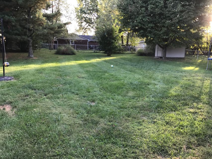 Additional photo for property listing at 1004 Forest Lane 1004 Forest Lane Goshen, Kentucky 40026 United States