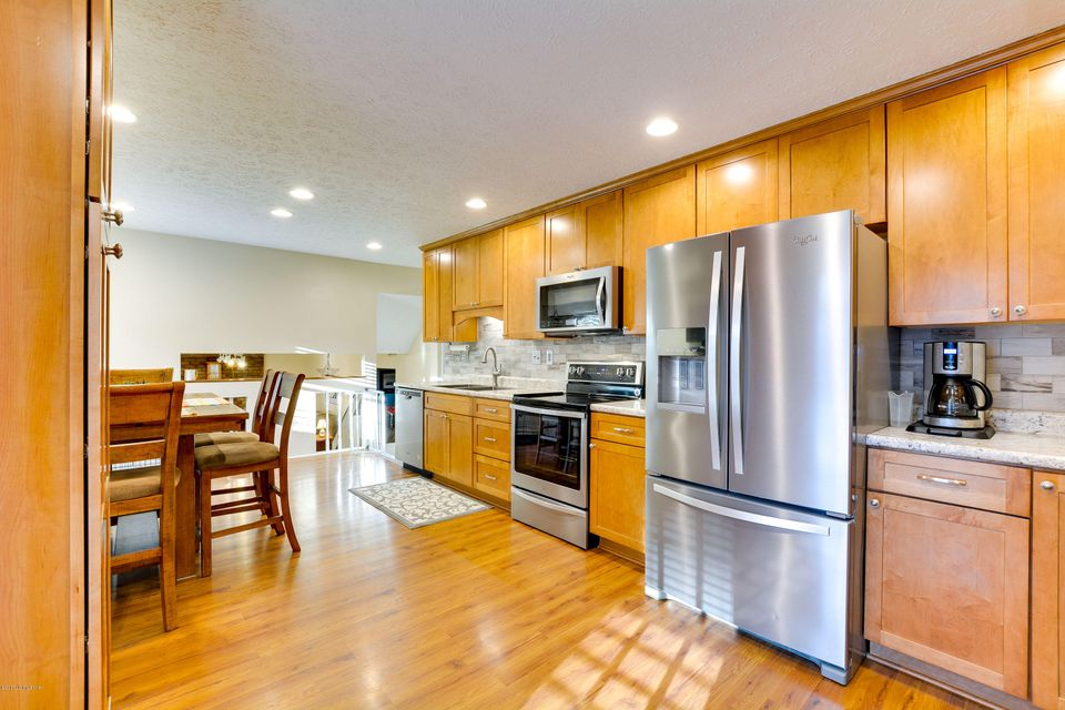 Additional photo for property listing at 7006 S Watterson Trail 7006 S Watterson Trail Louisville, Kentucky 40291 United States
