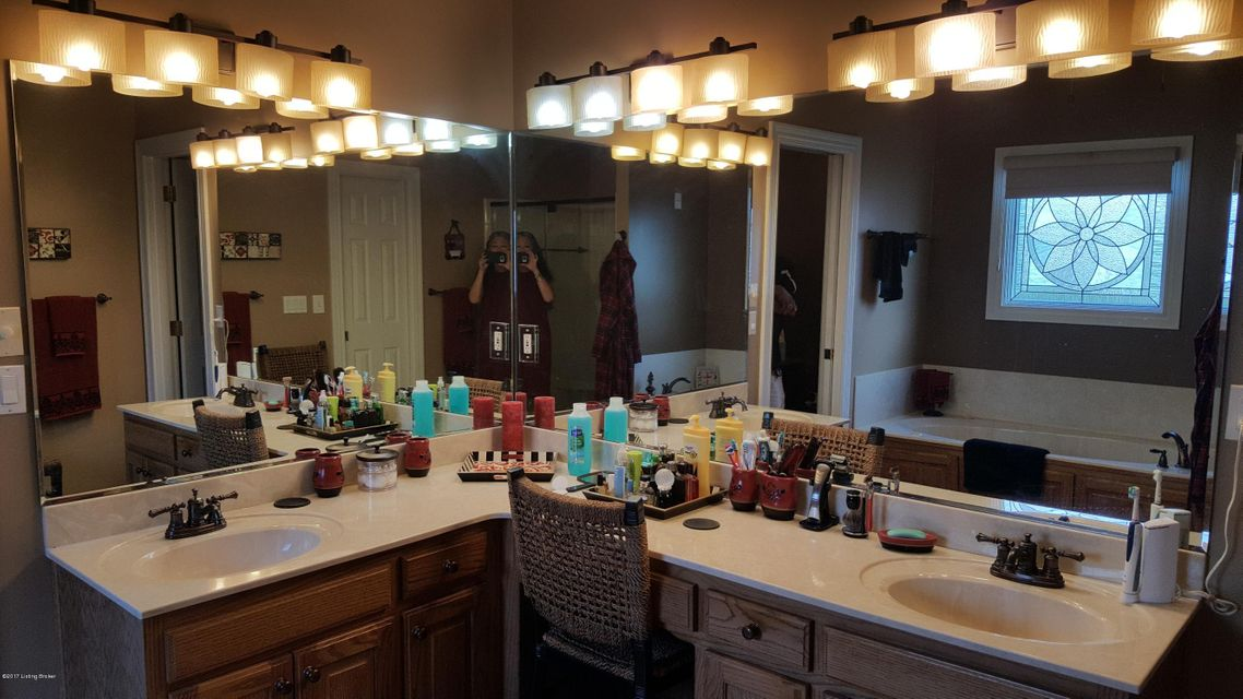 Additional photo for property listing at 917 Woodland Heights Drive 917 Woodland Heights Drive Louisville, Kentucky 40245 United States
