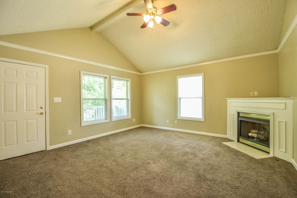 Additional photo for property listing at 9810 Williamsborough Lane 9810 Williamsborough Lane Louisville, Kentucky 40291 United States