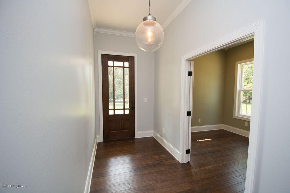 Additional photo for property listing at 2801 Riedling Drive 2801 Riedling Drive Louisville, Kentucky 40206 United States