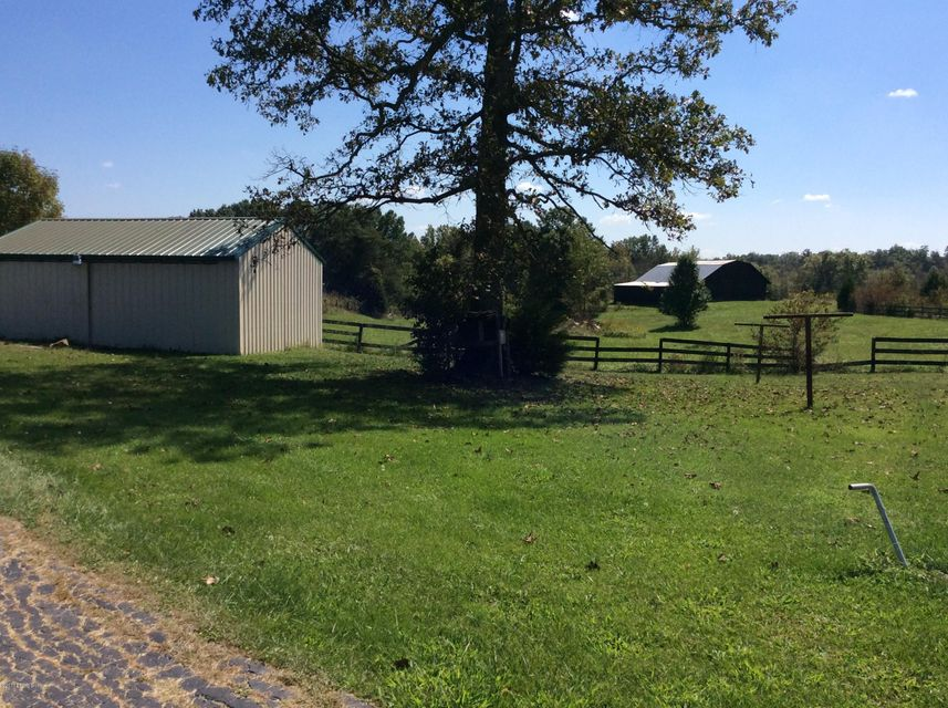 Additional photo for property listing at 2181 Raymond Road 2181 Raymond Road Shepherdsville, Kentucky 40165 United States