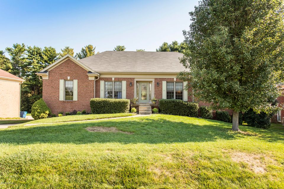 Single Family Home for Sale at 1013 Barbizon Drive 1013 Barbizon Drive Goshen, Kentucky 40026 United States