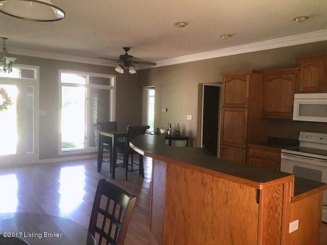 Additional photo for property listing at 1806 Austinwood Place 1806 Austinwood Place Louisville, Kentucky 40214 United States