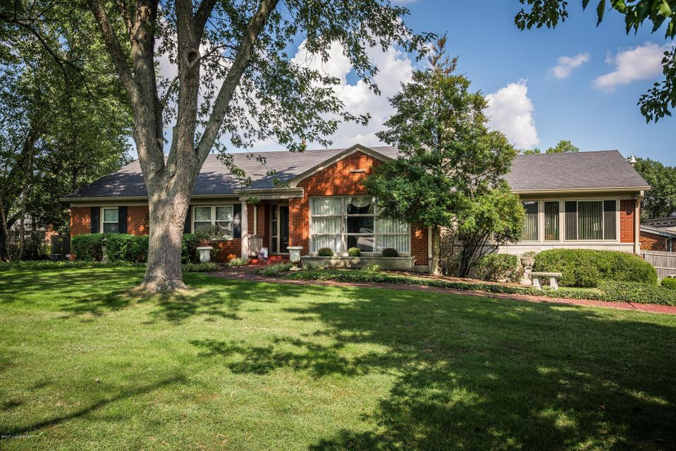 Single Family Home for Sale at 3706 Klerner Lane 3706 Klerner Lane New Albany, Indiana 47150 United States