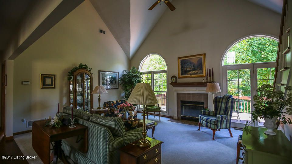 Additional photo for property listing at 2103 Hillcircle Road 2103 Hillcircle Road Louisville, Kentucky 40214 United States