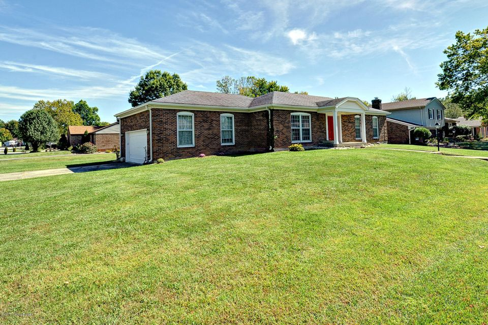 Additional photo for property listing at 8414 Cabin Hill Road 8414 Cabin Hill Road Louisville, Kentucky 40291 United States