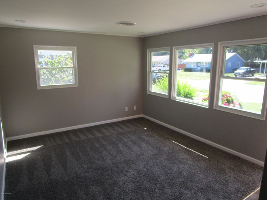 Additional photo for property listing at 3318 Radiance Road 3318 Radiance Road Louisville, Kentucky 40220 United States