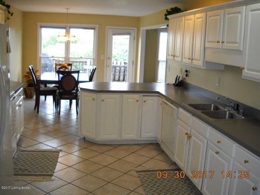 Additional photo for property listing at 3517 Colonial Springs Road 3517 Colonial Springs Road Louisville, Kentucky 40245 United States