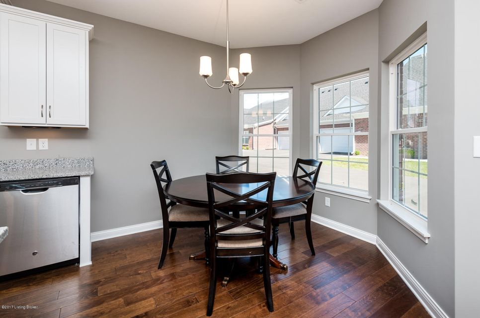 Additional photo for property listing at 9909 Hill Spring Circle 9909 Hill Spring Circle Louisville, Kentucky 40291 United States