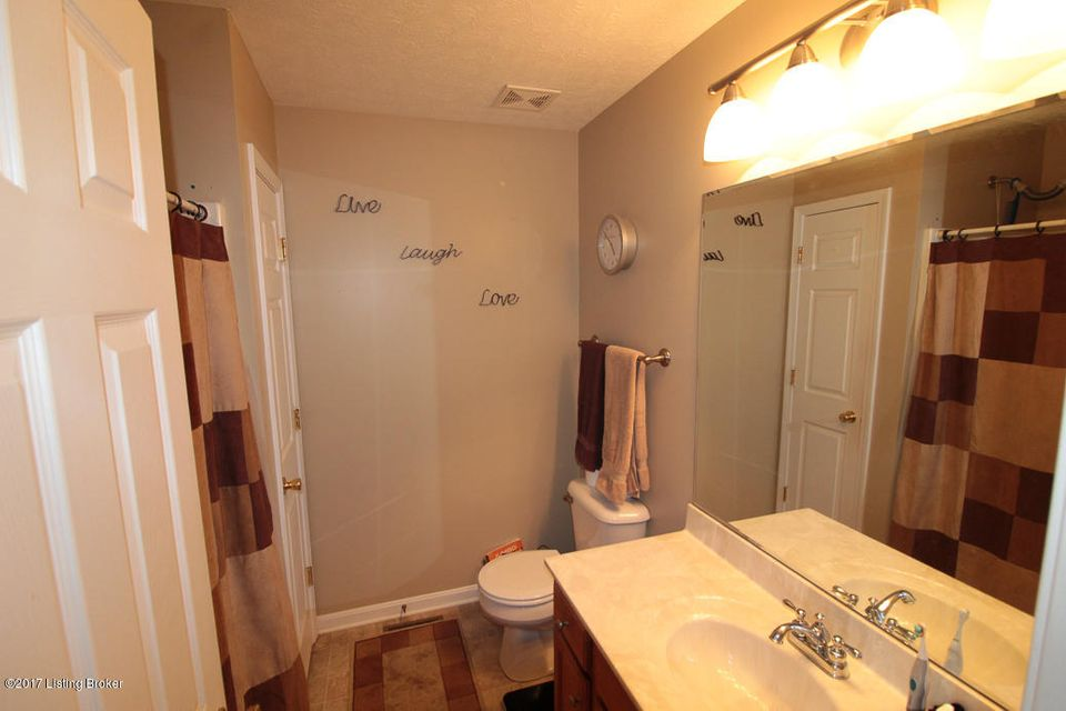 Additional photo for property listing at 7008 Box Car Way 7008 Box Car Way Louisville, Kentucky 40272 United States