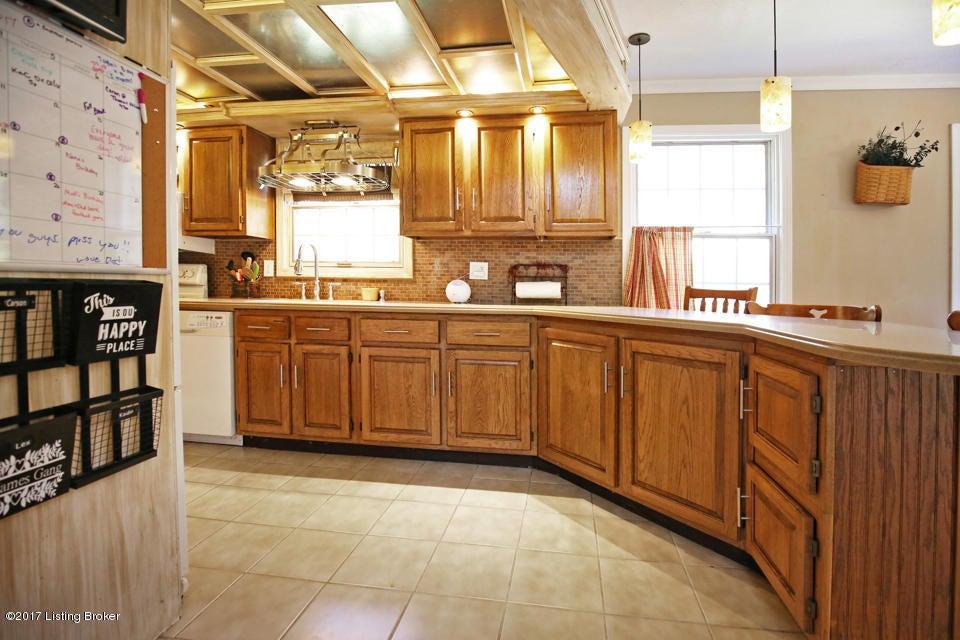 Additional photo for property listing at 262 Loretta Drive 262 Loretta Drive Shepherdsville, Kentucky 40165 United States