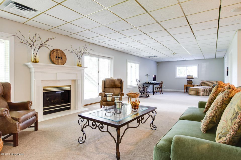 Additional photo for property listing at 10802 Woodtwist Court 10802 Woodtwist Court Louisville, Kentucky 40291 United States
