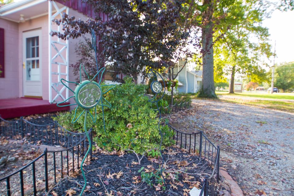 Additional photo for property listing at 8916 Ferndale Road 8916 Ferndale Road Louisville, Kentucky 40291 United States