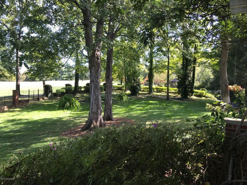 Additional photo for property listing at 8917 Cromwell Hill Road 8917 Cromwell Hill Road Louisville, Kentucky 40222 United States