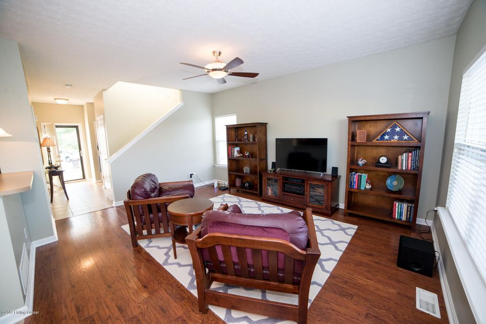 Additional photo for property listing at 7022 Little Oak Court 7022 Little Oak Court Louisville, Kentucky 40291 United States