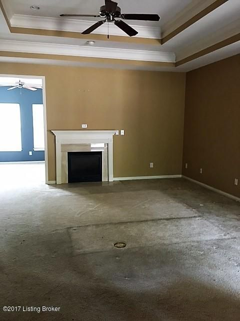 Additional photo for property listing at 7800 Sugarberry Lane 7800 Sugarberry Lane Louisville, Kentucky 40220 United States