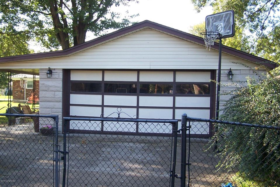 Additional photo for property listing at 5006 Fury Way 5006 Fury Way Louisville, Kentucky 40258 United States