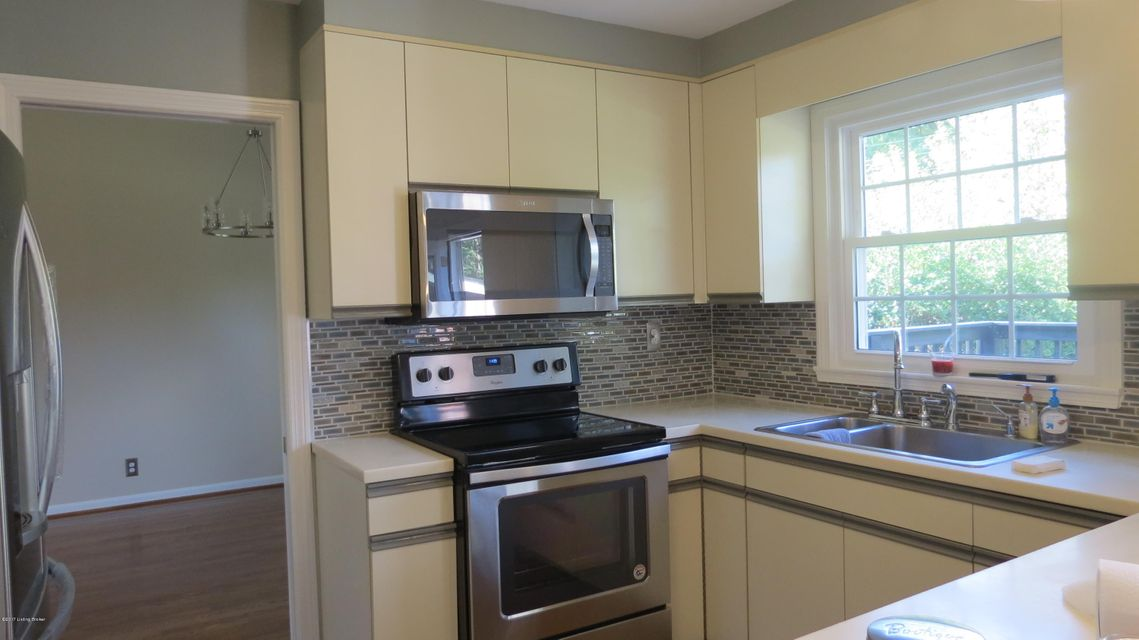 Additional photo for property listing at 2308 Tuckaho Road 2308 Tuckaho Road Louisville, Kentucky 40207 United States