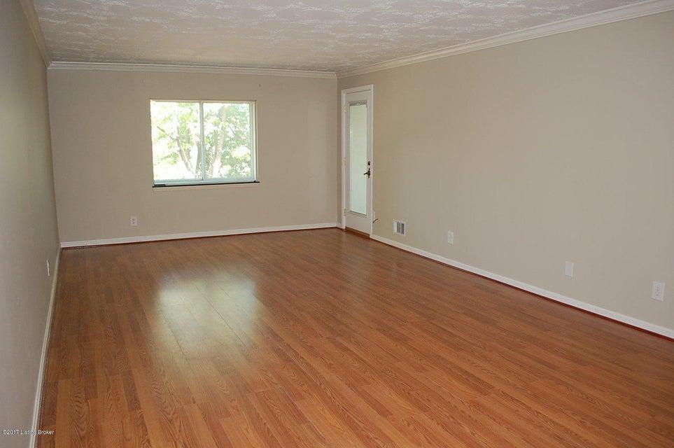 Additional photo for property listing at 4875 Sherburn Lane 4875 Sherburn Lane Louisville, Kentucky 40207 United States
