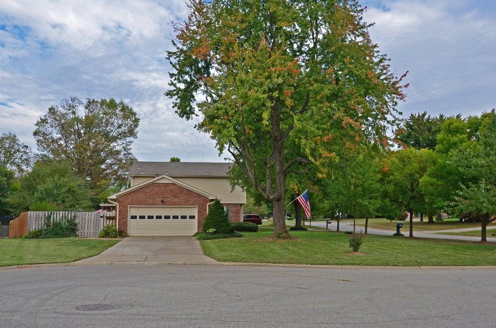 Additional photo for property listing at 1204 Carlimar Lane 1204 Carlimar Lane Louisville, Kentucky 40222 United States