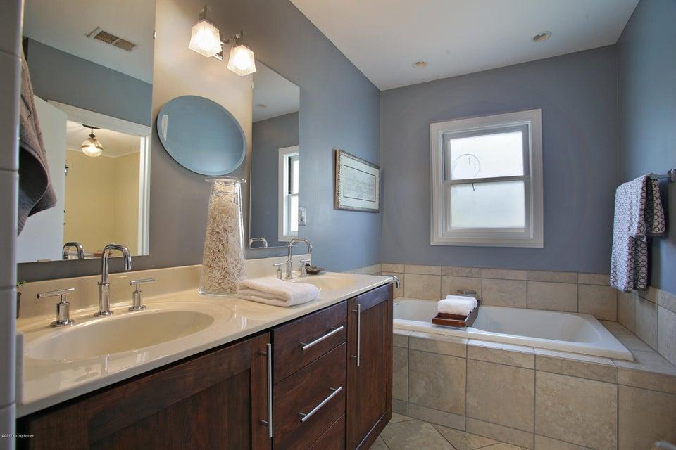 Additional photo for property listing at 2501 Glenwood Park 2501 Glenwood Park New Albany, Indiana 47150 United States