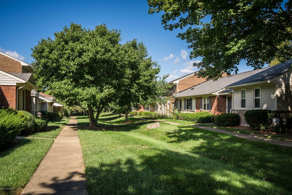 Additional photo for property listing at 10408 Christina Court 10408 Christina Court Louisville, Kentucky 40223 United States