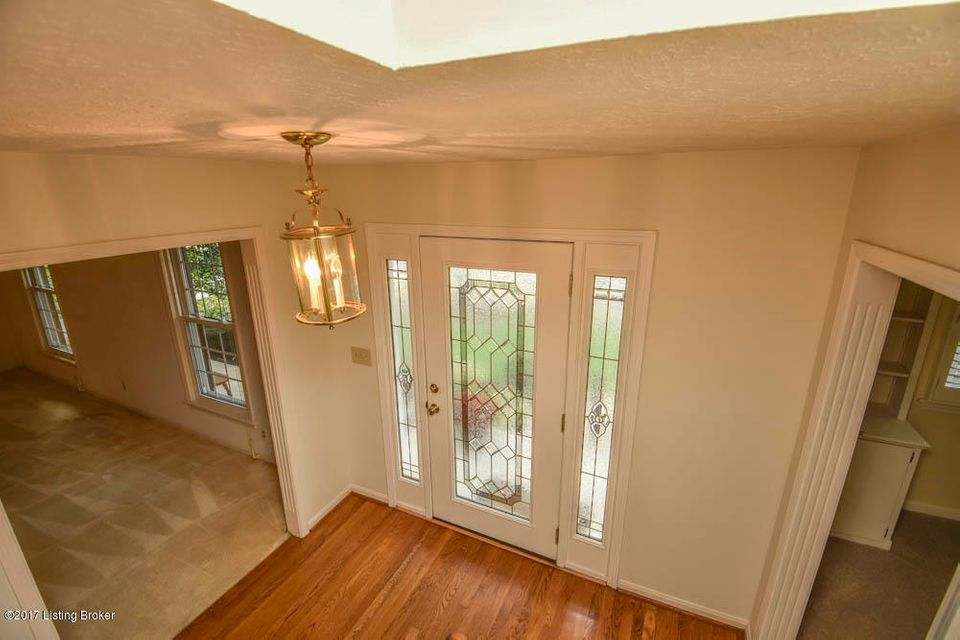 Additional photo for property listing at 10107 Dorsey Hill Road 10107 Dorsey Hill Road Louisville, Kentucky 40223 United States