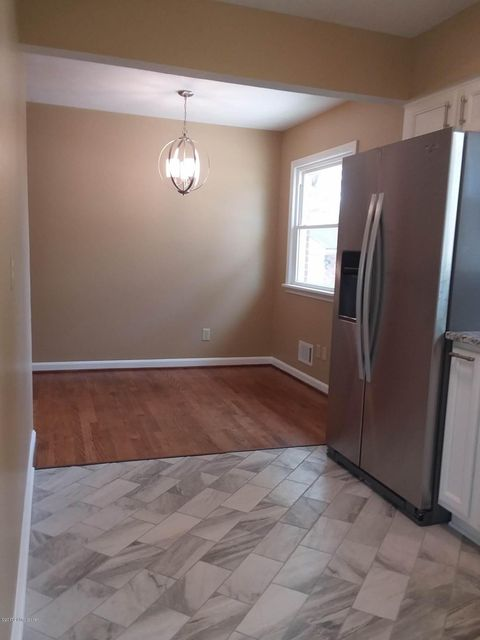 Additional photo for property listing at 7108 Sky Blue Avenue 7108 Sky Blue Avenue Louisville, Kentucky 40258 United States