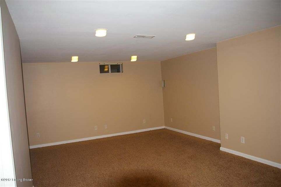Additional photo for property listing at 6116 Titanic Way 6116 Titanic Way Louisville, Kentucky 40258 United States